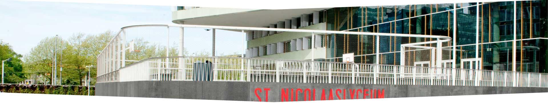 Hekwerk St Nicolaas Lyceum door Ovec Multiservice