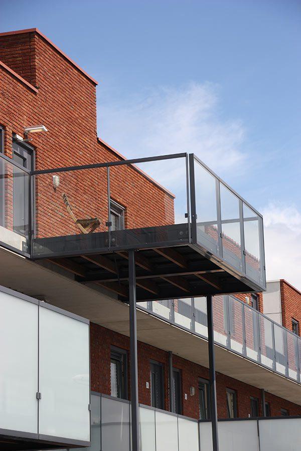 Balkon constructie met glas door Ovec Multiservice