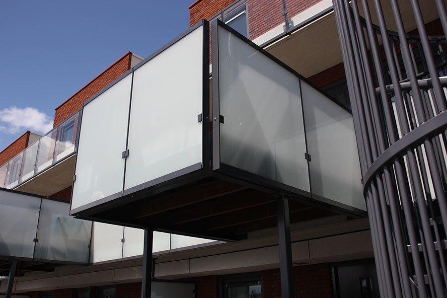 Stalen balkon met glas door Ovec Multiservice